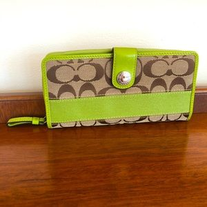NWOT Coach Signature Wallet w/ Green Leather Trim